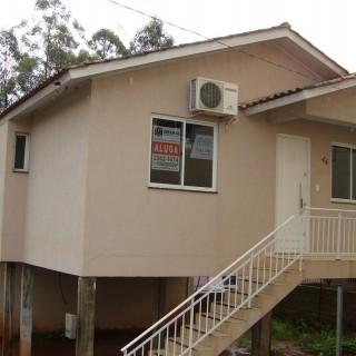 Casa à venda, com 2 dormitórios