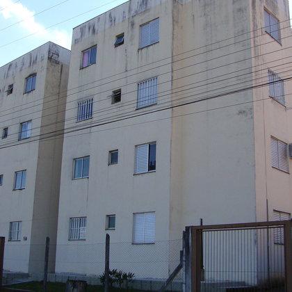Apartamento semimobiliado com 2 dormitórios no Frei Adelar