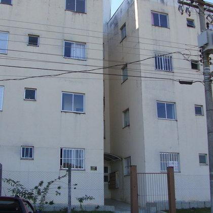 Apartamento semimobiliado com 2 dormitórios