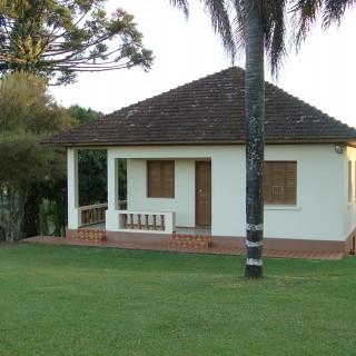 Casa ampla com 4 dormitórios, pátio, com 2 pavimentos