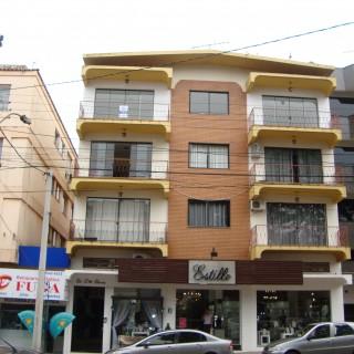 Apartamento de frente com 3 dormitórios e garagem