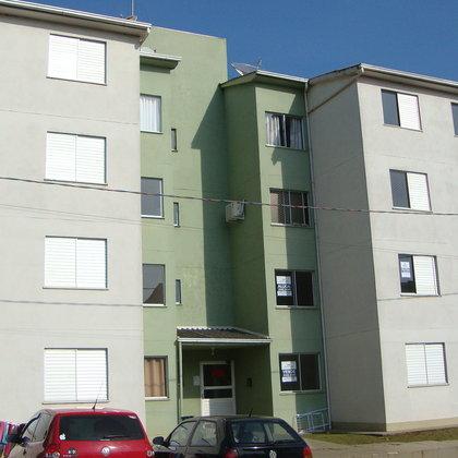 Apartamento de 2 dormitórios no Cond. Frei Adelar
