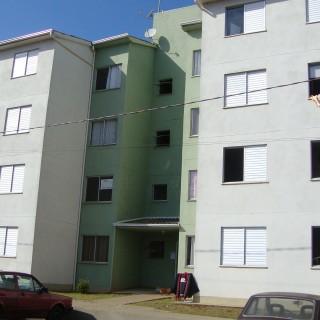 Apartamento no Cond. Res. Frei Adelar com 2 dormitórios