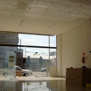 Excelente sala comercial nova na área central