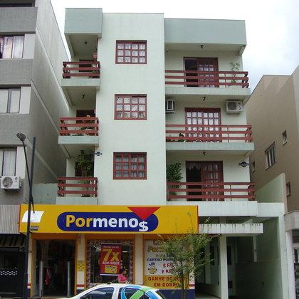 Amplo apartamento de frente para a avenida com 3 dormitórios