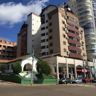 Venda apartamento 2 dormitórios com suíte no Edifício Firenze