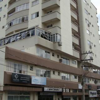 Apartamento semimobiliado de 1 dormitório no Centro